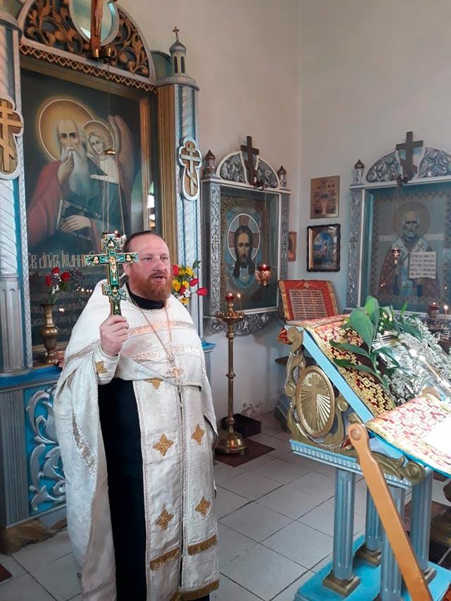 Настоятель Божьего дома в Новониколаевке протоиерей Сергий Арсентьев